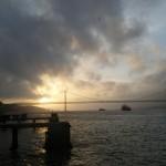 Soleil couchant sous le pont 25 de Abril